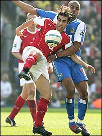 Matthieu Flamini and Steven Reid battle for possession