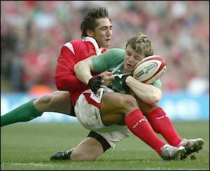 Gavin Henson tackles Brian O'Driscoll