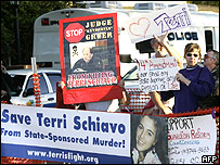 Activists outside Terry Schiavo's hospice in Florida