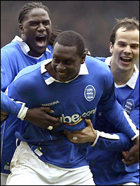 Emile Heskey (centre) celebrates scoring with Mario Melchiot (left) and Stephen Clemence