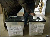 Voting in Mosul in January 2005