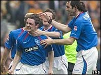 Maurice Ross and Sotirios Kyrgiakos celebrate at Hampden