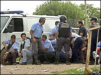 Policías durante un motín carcelario