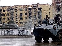 Бронетранспортер на улицах Грозного