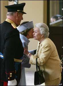 Queen Elizabeth greets King Harald and Queen Sonja