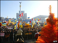 "Supporters of opposition leader Viktor Yushchenko demonstrate in Kiev 03 December 2004, during the twelfth day of the 'orange revolution"" in Ukraine."