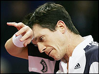 Tim Henman struggles against Andy Murray