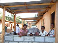 Residents settle into new homes in Tangalle, Sri Lanka, built with funding and support from Oxfam (Tori Ray/Oxfam)