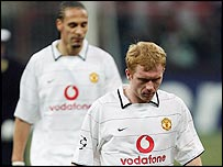 Paul Scholes and Rio Ferdinand trudge from the field after Man Utd's Champions League exit