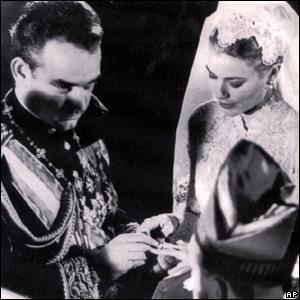 Boda del príncipe Rainiero de Mónaco con Grace Kelly, celebrada en la catedral de San Nicolás, en Mónaco, el 19 de abril de 1956