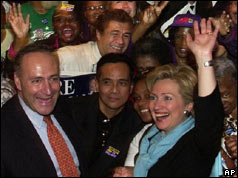 Hillary Clinton with US. Senato Charles Schumer (l) and supporters