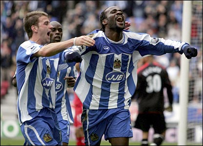 Pascal Chimbonda celebrates his winner