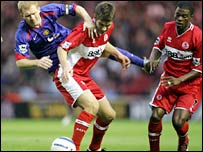 Paul Scholes (l) is challenged by Middlesbrough's Chris Riggott