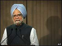 Manmohan Singh, primer ministro de India, en rueda de prensa luego de los atentados.