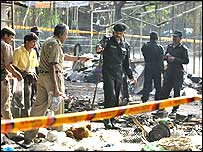 Officers from the National Security Guard d the Delhi police investigate the site of a blast in Sarojini Nagar.