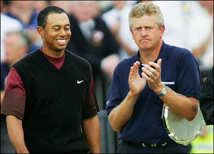 Colin Montgomerie applauds as Tiger Woods goes up to accept the Claret Jug