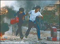 من مشاهد الحرب الأهلية اللبنانية التي كان جنبلاط أحد أمرائها