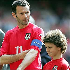 Ryan Giggs before the kick-off