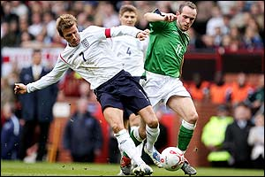 David Beckham (L) and Stuart Elliott (R) battle for the ball