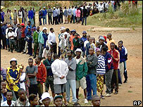 Zimbabweans queuing to vote in the March 2005 election
