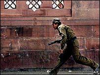 Army deal with attack on parliament in Delhi, 2001