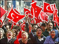 Turkish flag supporters demonstrate in Istanbul