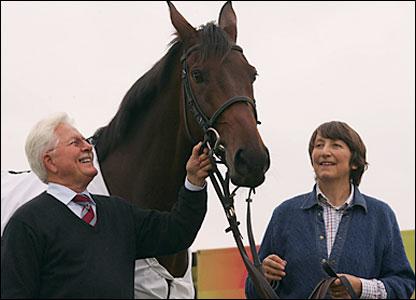 Jim Lewis (left), Best Mate (centre), Henrietta Knight (left)