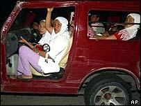 Acehnese flee to higher ground in tsunami-damaged car