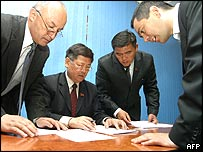 Members of Kyrgyz Parliament count ballots after voting for the new speaker, during the parliament session in Bishkek, 28 March 2005