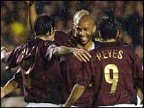 Arsenal celebrate Thierry Henry's goal against Sparta Prague