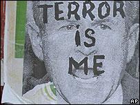 Un póster con la imagen del presidente de Estados Unidos, George W. Bush