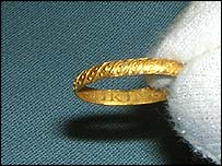 Gold 16th century ring