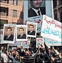 Pro-Mubarak demonstrators in Alexandria