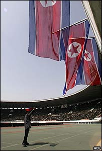 Man whips up the crowd ahead of the World Cup qualifier against Iran on 30/03/05