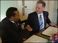 President Mutharika and Jack McConnell signed the accord