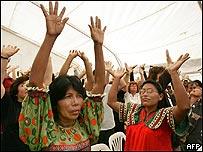 Indígenas de Panamá desarrollan ritual en la Cumbre de las Américas.