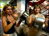 Women bang pans in 2001 demonstration