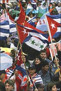 Protestantes en la IV Cumbre de las Américas.