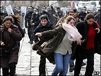 Police break up Turkish Women's Day protest, 6 Mar 05