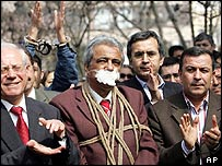 Journalists protest against new penal code, 17 Mar 05