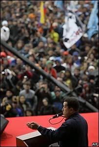 Ch�vez habla durante la contracumbre de Mar del Plata
