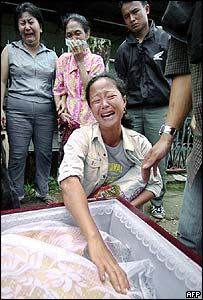 Ethnic Chinese mourners in Gunung Sitoli