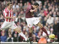 Van Persie fires Arsenal in front