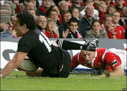 Rico Gear scores New Zealand's first try