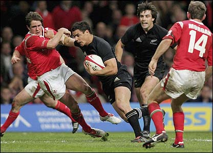 Dan Carter scores a try against the Welsh