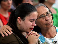 Brazilian women pray on hearing of death of Pope