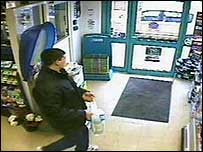 CCTV picture of Paul Dyson in shop