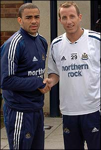 Kieron Dyer and Lee Bowyer shake hands
