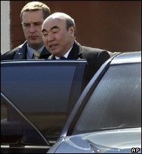 Askar  Akayev leaving a meeting with the interim leadership in Russia, 4 April