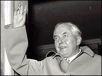Harold Wilson at the doorway of Downing Street